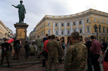 Акция памяти в Одессе: зажгли свечи и поймали провокатора