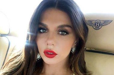 Анна Седокова оголила грудь ради рекламы