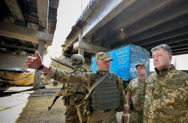 Боевики обстреляли позиции военных, когда там находился Порошенко