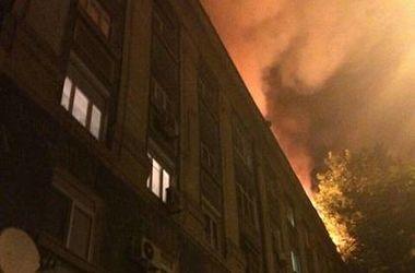ФОТОФАКТ. В Днепре огонь выгнал на улицу десятки человек