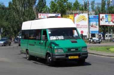 ФОТОФАКТ. В Николаеве маршрутка закрывается на шпингалет