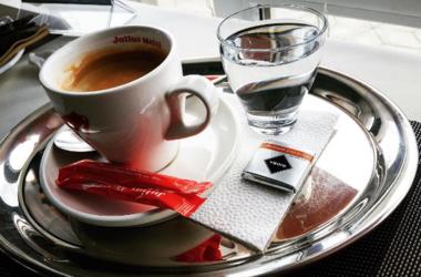 Горячие напитки могут вызывать рак пищевода – исследование