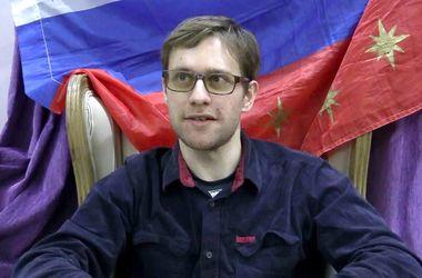 Из России бежал активист, вывесивший флаг Украины на высотке в Москве