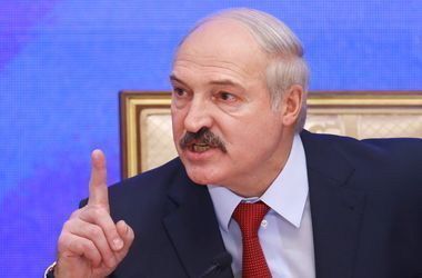 Лукашенко призвал чиновников раздеться и работать