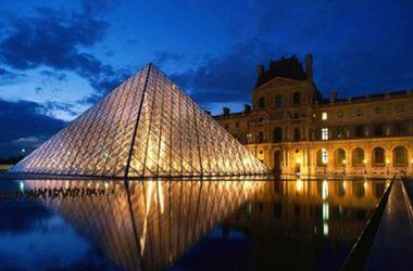 Лувр будет закрыт из-за наводнений в Париже