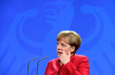 Меркель встретится с Путиным перед саммитом НАТО для обсуждения украинского вопроса