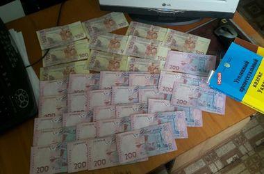Два офицера Волновахского отдела полиции погорели на взятке