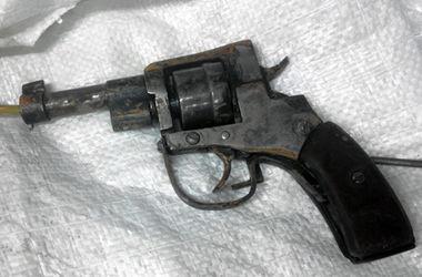 На Донбассе проверка оружия закончилась выстрелом в висок