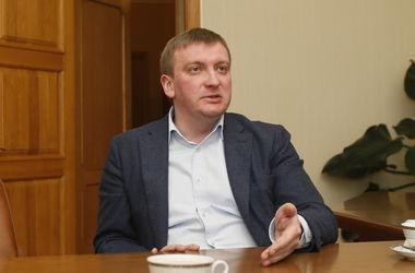 Петренко: Назначенные во времена Януковича судьи не смогут оставаться на своих должностях