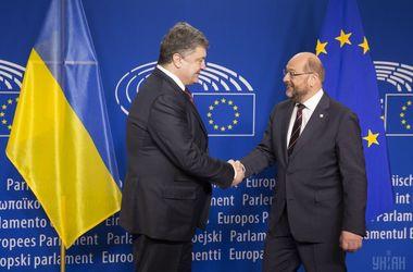 Порошенко и Шульц обсудили ситуацию на Донбассе