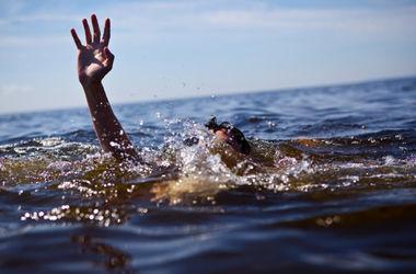 Смертельный отдых: родители нашли на берегу реки тело маленькой дочки