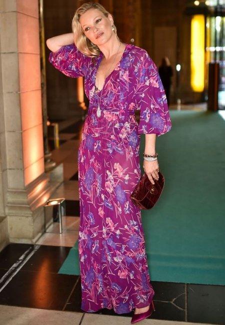 42-летняя Кейт Мосс засветила нижнее белье в музее (фото)