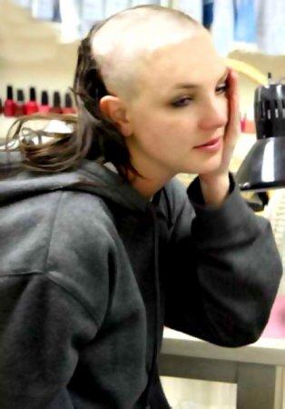 Бритни Спирс состригла свои волосы