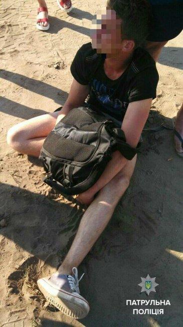 В Киеве патрульный по дороге с пляжа задержал грабителя (фото)