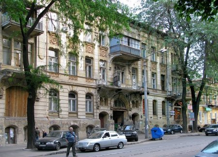 Ветхая Одесса: у памятников архитектуры рушатся фасады и отваливаются карнизы