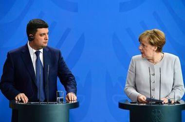 Украина делает все правильно для получения кредитов – Меркель