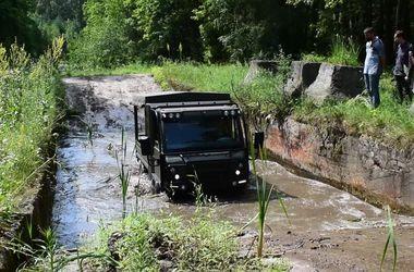 Украинские пограничники начали тестировать новые вездеход и бронемашину