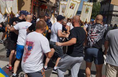 В Польше неизвестные набросились на украинское шествие