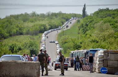 В районе блокпоста в Донецкой области звучат залпы