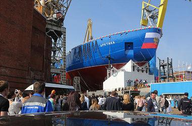 В РФ спустили на воду самый мощный в мире ледокол