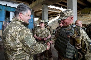 В Украине уже могла объявляться восьмая волна мобилизации – Порошенко