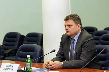 Вопросы децентрализации и Донбасса в Конституции нужно разделить: интервью с немецким экспертом Зайберлингом