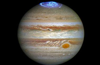 Телескоп Hubble сделал снимки полярных сияний Юпитера