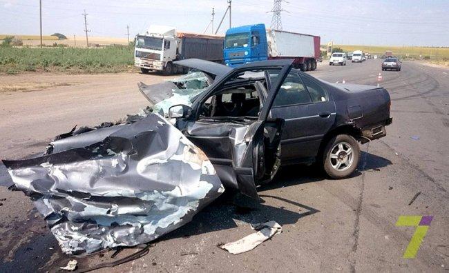ДТП на трассе Одесса-Николаев: легковушку разнесло вдребезги