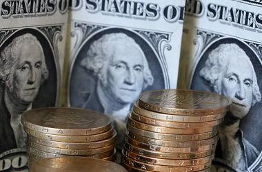 Украинцы сдают доллары в банки, а гривня укрепляется – НБУ