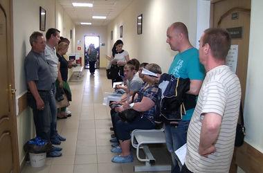 Агрессивный россиянин избил врача за то, что долго стоял в очереди