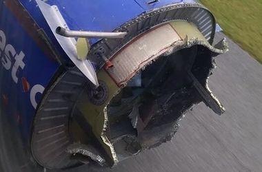 Американские пилоты посадили Boeing с развалившимся в полете двигателем (фото)