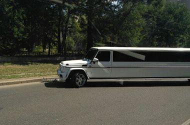 ФОТОФАКТ. В Одессе свадебный лимузин попал в тройное ДТП