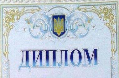 ФОТОФАКТ. Жителям села в России вручили дипломы с украинским гербом