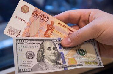 Из-за нефти в России растет курс доллара