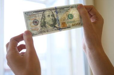 Курс доллара вырос в банках и на