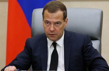 Медведев рассказал, когда снизятся цены в Крыму