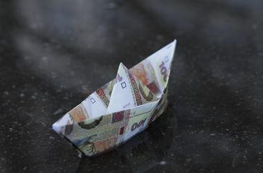НБУ подкопит валюты, но гривня все равно упадет – эксперт