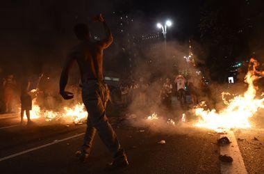 Противники импичмента президента Бразилии устроили беспорядки в Сан-Паулу