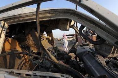 Террорист на заминированном автомобиле протаранил толпу в Йемене