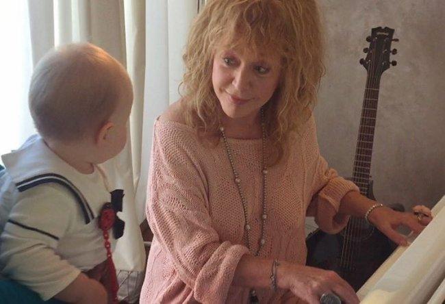 Алла Пугачева дала урок музыки дочке Николаева и поразила потрясающим внешним видом (фото)