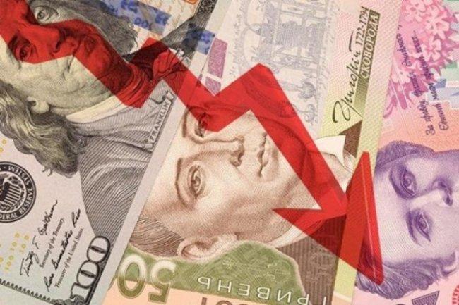 Что происходит с долларом в Украине и к чему это может привести: украинская валюта падает