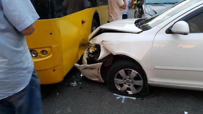 В масштабном ДТП на Куреневке разбито пять авто, пострадали двое детей (фото,видео)