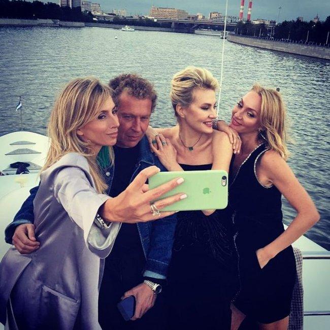 Земфира отметила юбилей на яхте с Литвиновой и Бондарчук (фото)