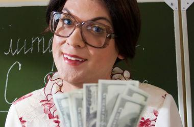 В Днепре 8 директоров школ уволили за поборы