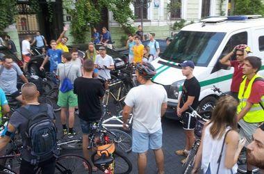 В Одессе инкассаторский автомобиль сбил участника велопробега