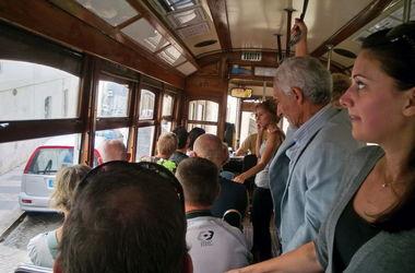 В одесском трамвае у семьи из Львова украли деньги на операцию ребенку