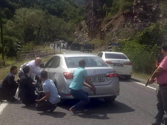 В Турции кортеж лидера оппозиции попал под обстрел (фото,видео)