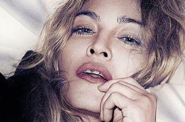 58-летняя Мадонна вслед за Кэтти Перри разделась ради выборов президента США