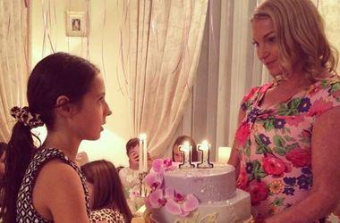 Анастасию Волочкову жестко раскритиковали за нелепые костюмы для себя и дочери (фото)