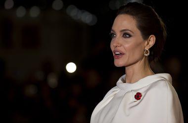 Анджелина Джоли не отвечает на звонки и сообщения Брэда Питта